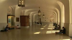AtBerkeley-pasillos