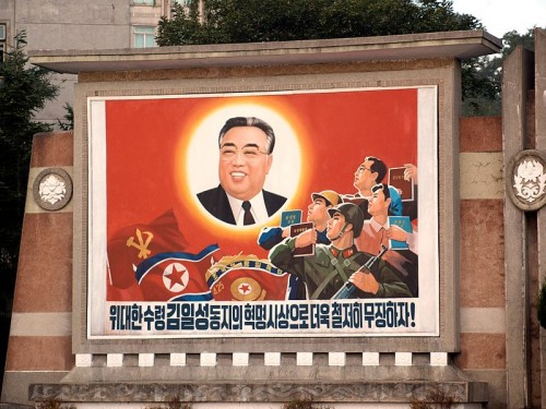 Mural_outside_Songdowon_Hotel,_Wonsan