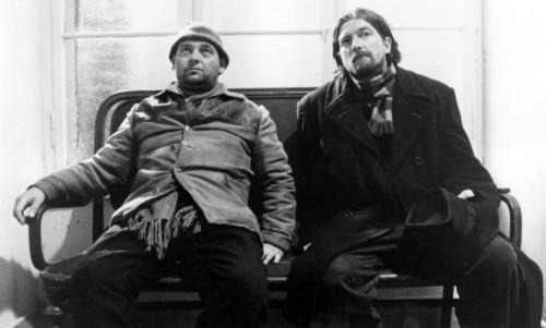 Putyi Horváth y Mihály Víg en una escena de Sátántangó