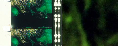 Izda: Erosión positiva y negativa en Parties visible et invisible d'un ensemble sous tension, de Emmanuel Lefrant Dcha: Píxeles vibrantes en La impresión de una guerra, de Camilo Restrepo